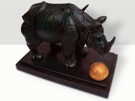 rhinoceros-habille-en-dentelles-2